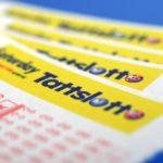 Australiano compra sin querer 2 veces el mismo boleto de lotería y gana